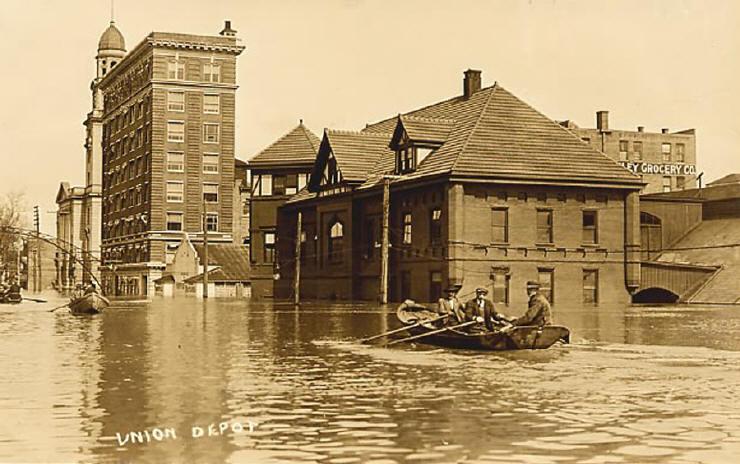 union_depot,_marietta,_ohio_during_the_1913_flood_0